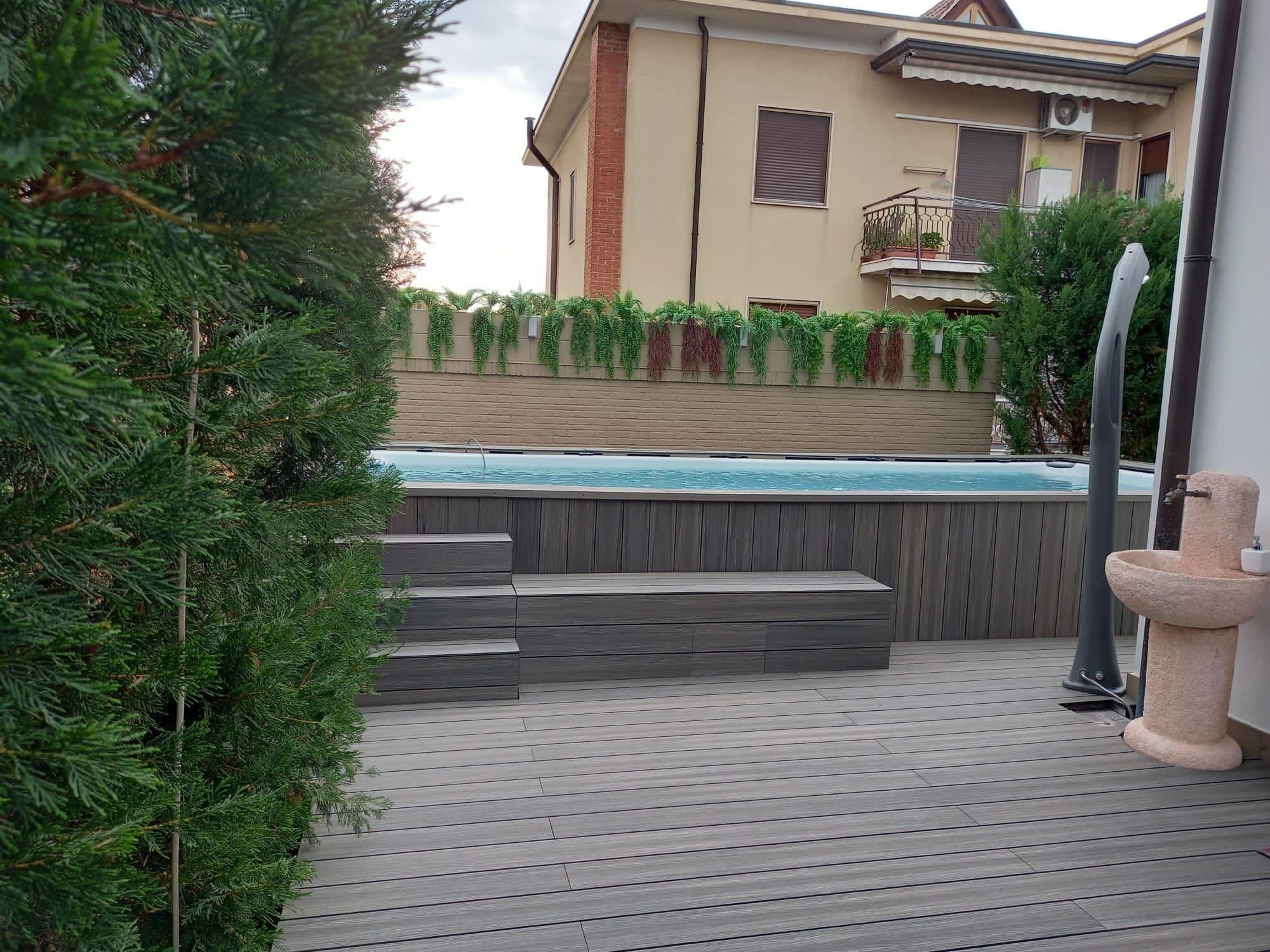 Rivestimento piscina in WPC